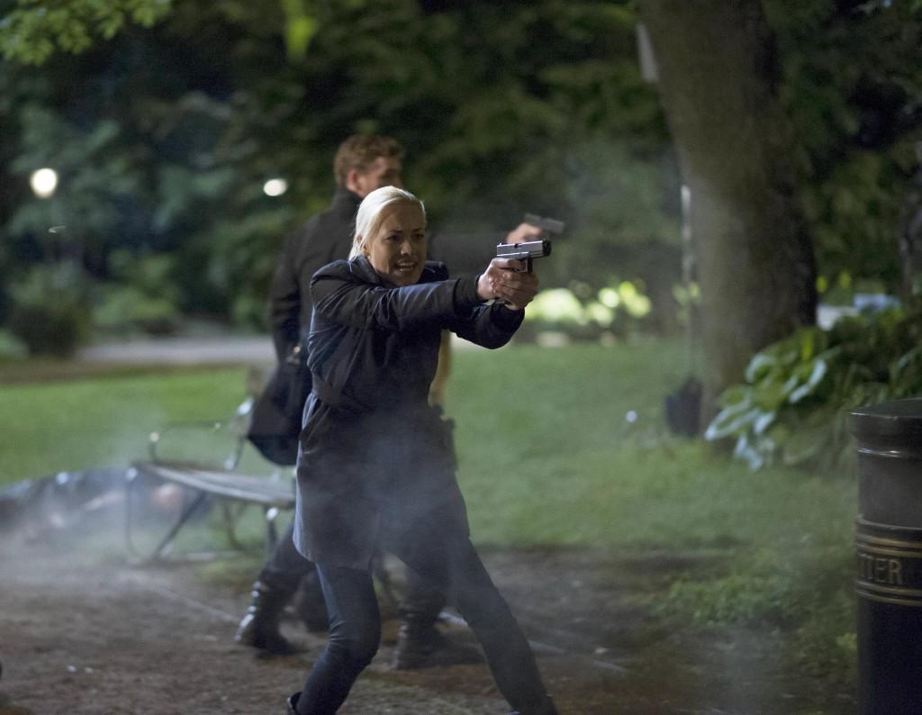 Yvonne-Strahovski-Kate-Morgan-shooting-gun-24-Live-Another-Day-Episode-12-Finale