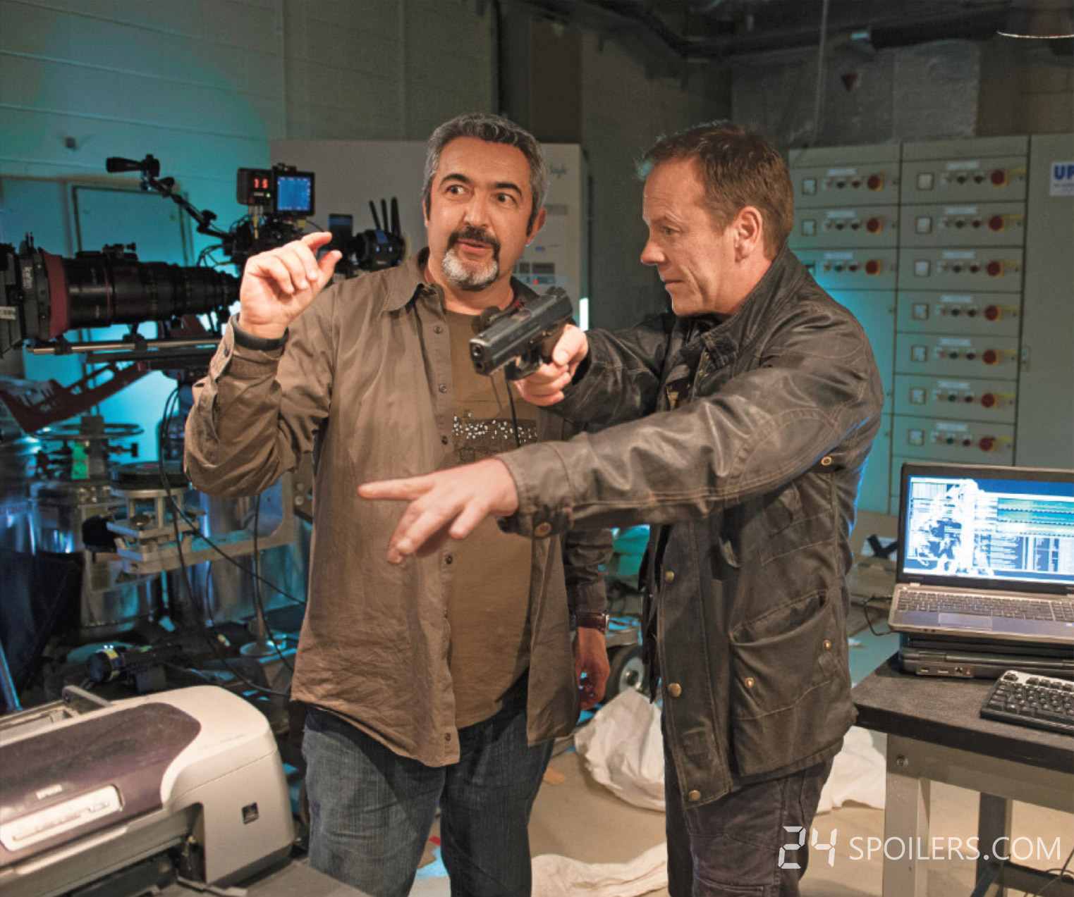 Jon-Cassar-Kiefer-Sutherland-gun-24-Live-Another-Day-BTS