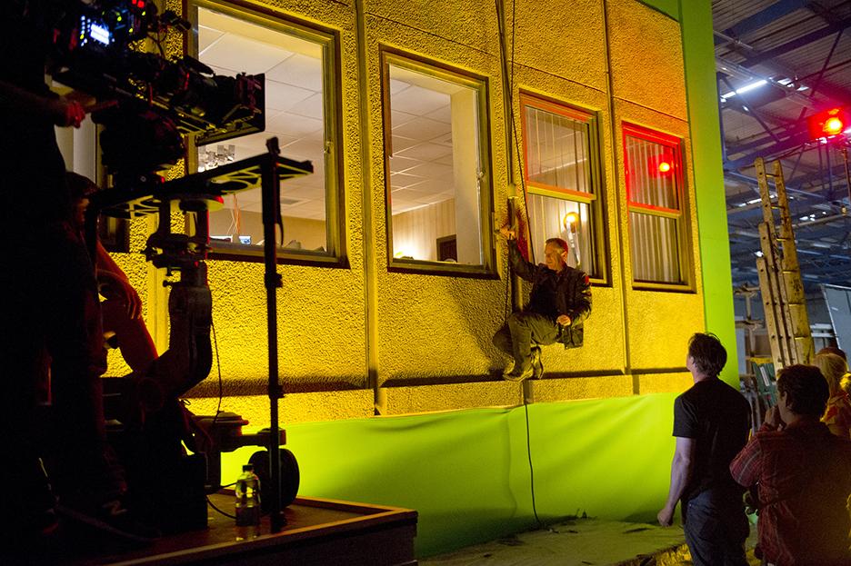 Kiefer-Sutherland-BTS-Window-24-Live-Another-Day-Episode-9