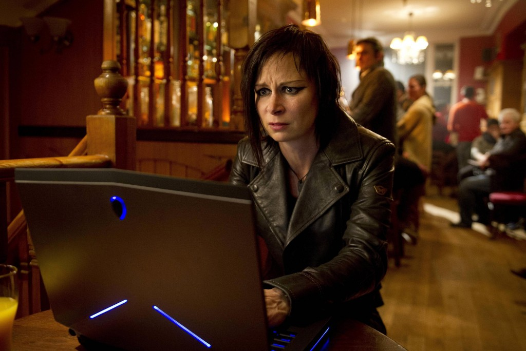 Mary-Lynn-Rajskub-Chloe-OBrian-laptop-24-Live-Another-Day-Episode-9-1024x684