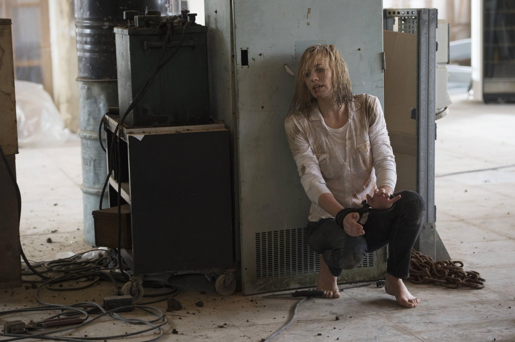 Yvonne-Strahovski-Kate-Morgan-Survives-Attack-feet-24-Live-Another-Day-Episode-6-1024x681