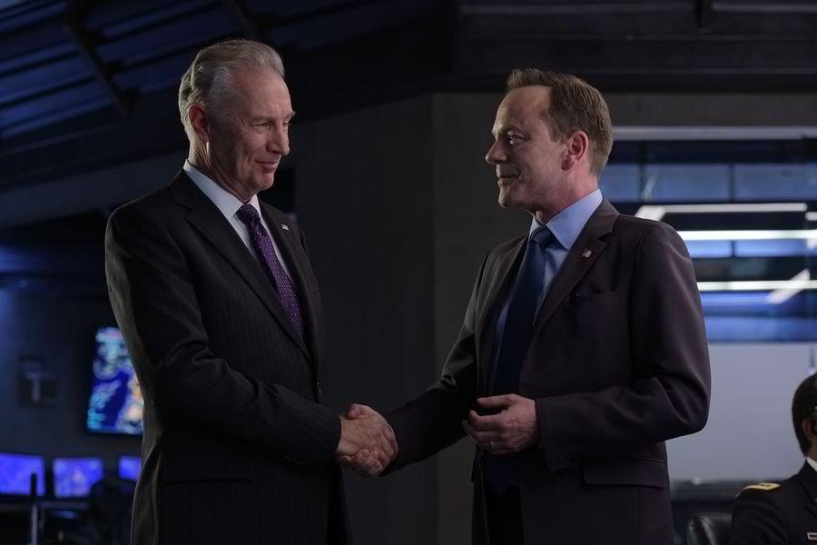 キーファー主演のドラマ『サバイバー:宿命の大統領』がとても面白いです!